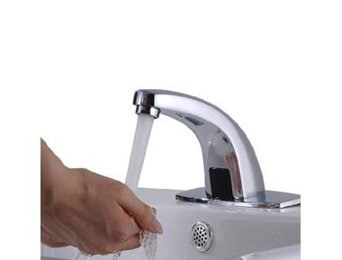 Banheiros de uso coletivo deverão ter torneiras com fechamento automático